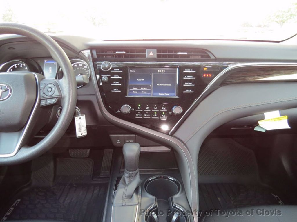 2018 Toyota Camry LE Automatic - 16636260 - 10