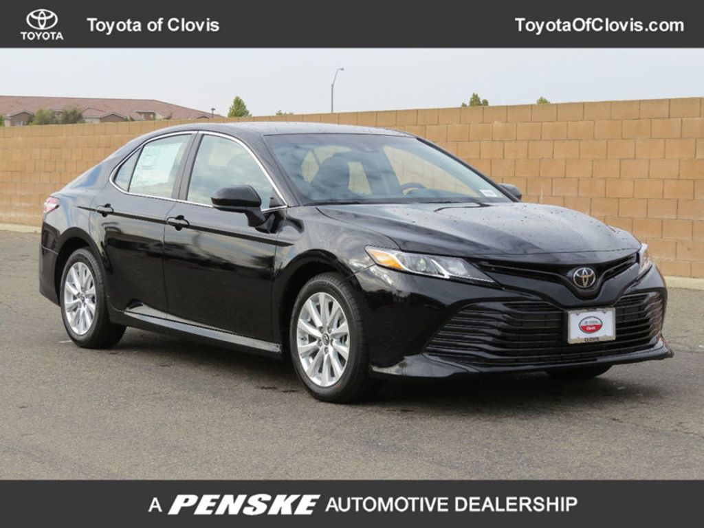 2018 Toyota Camry LE Automatic - 17531519 - 0