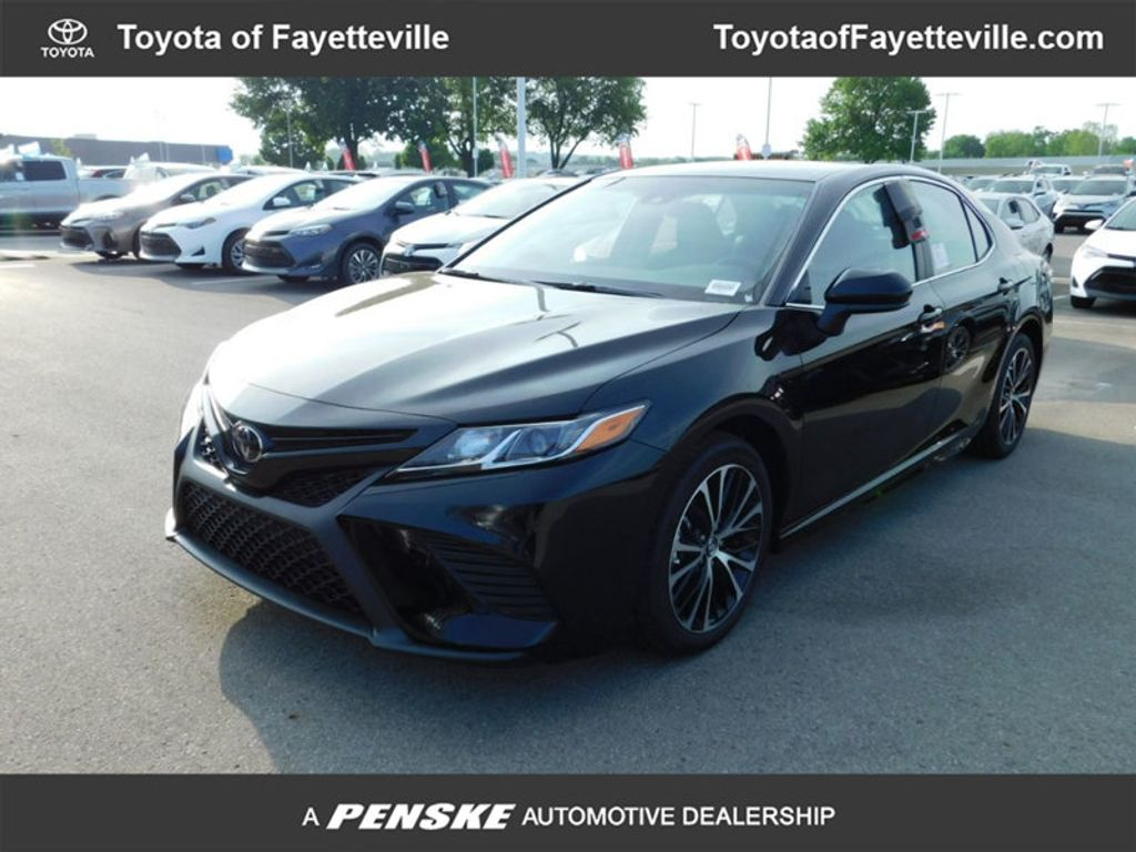 stop se detail camry sedan one le at used auto toyota