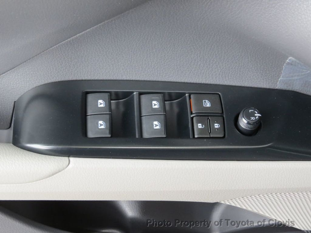 2018 Toyota Camry SE Automatic - 17634144 - 24