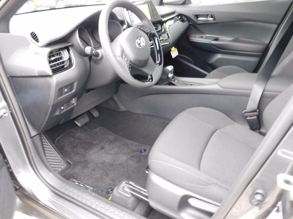2018 Toyota C-HR XLE FWD - 16918708 - 10
