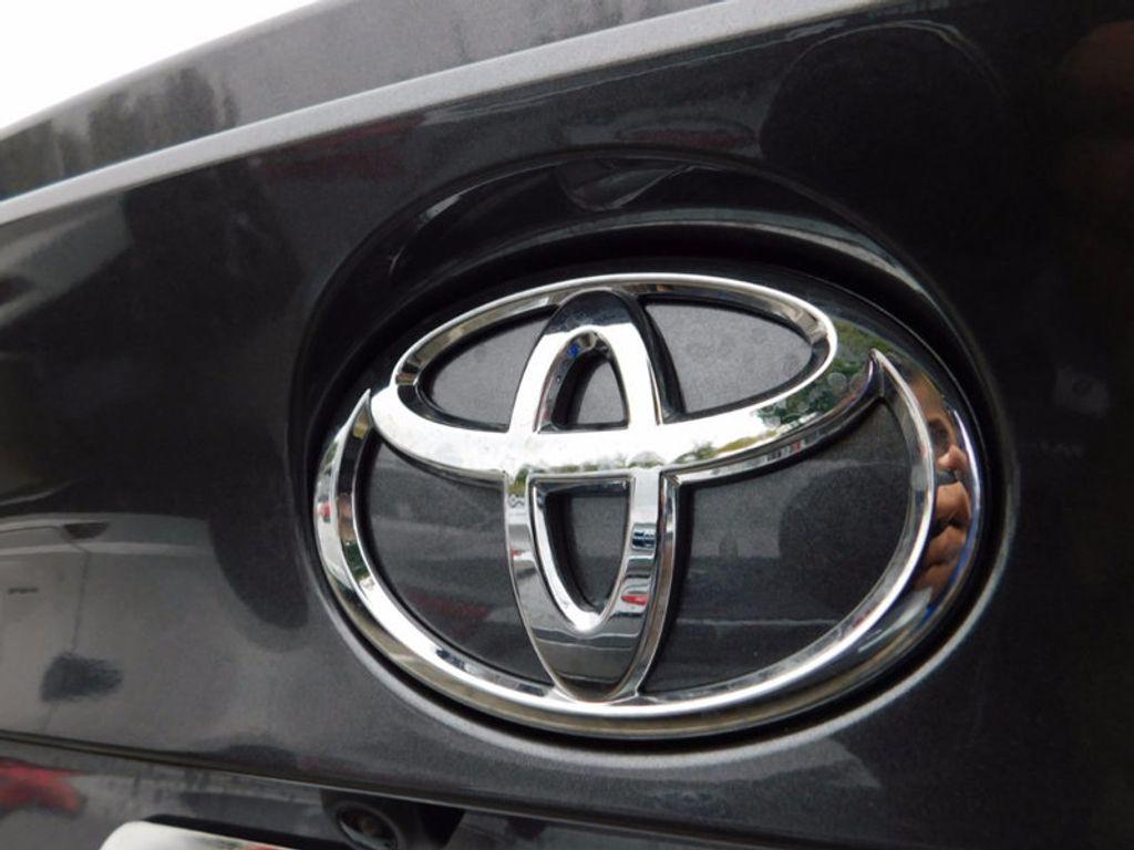 2018 Toyota C-HR XLE FWD - 16918708 - 3