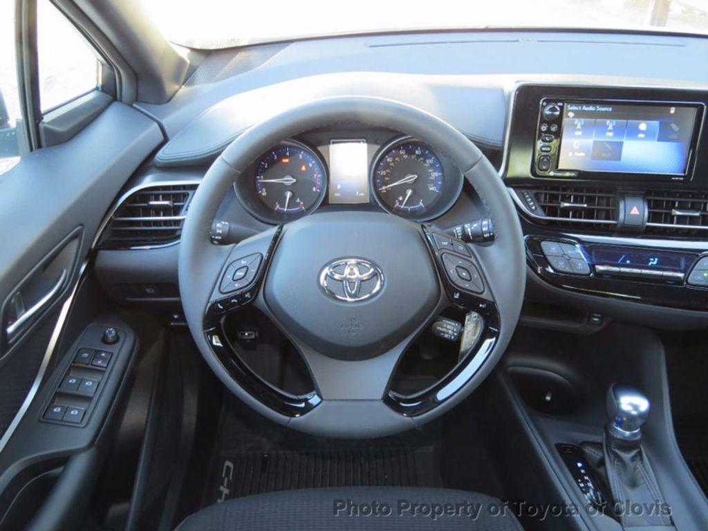 2018 Toyota C-HR XLE FWD - 16883914 - 5
