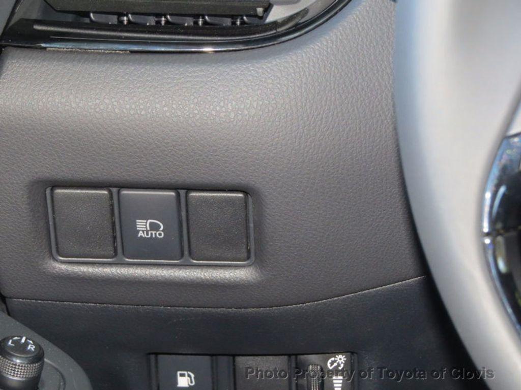 2018 Toyota C-HR XLE FWD - 16935068 - 13