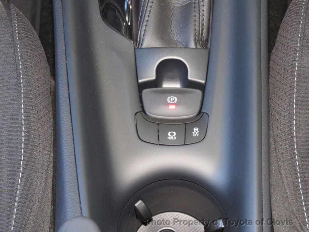 2018 Toyota C-HR XLE FWD - 16935068 - 18