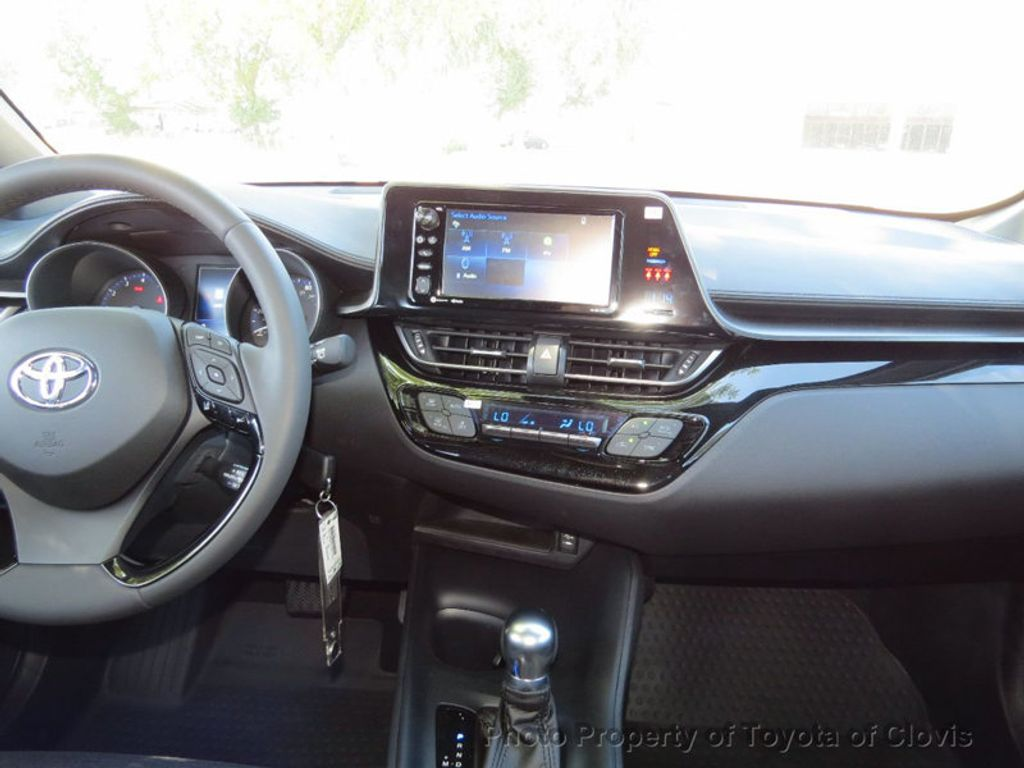 2018 Toyota C-HR XLE FWD - 17266016 - 9