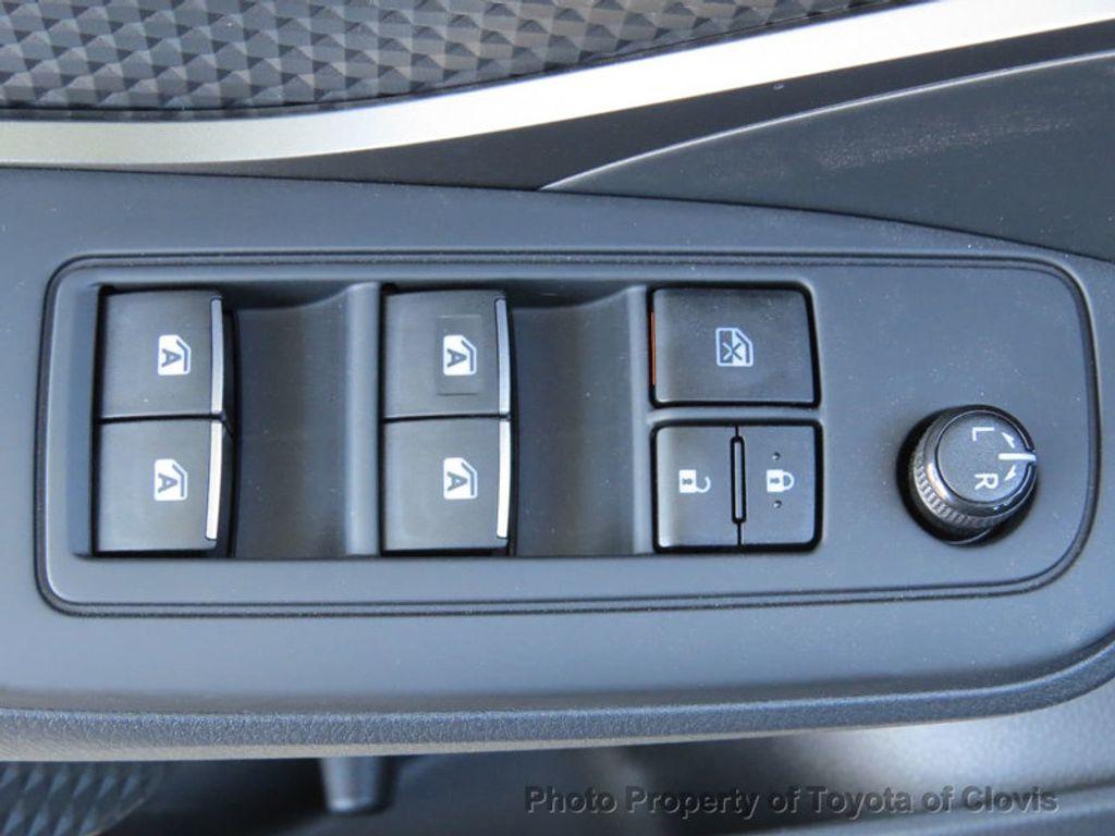 2018 Toyota C-HR XLE FWD - 17266016 - 18