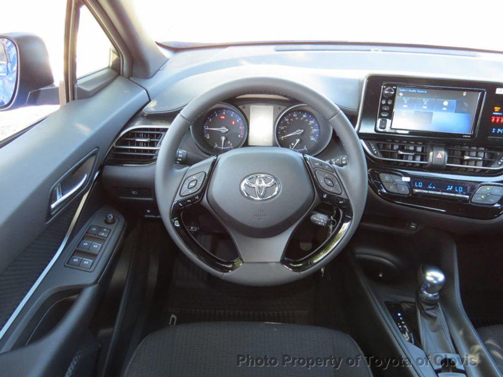 2018 Toyota C-HR XLE FWD - 17266016 - 5