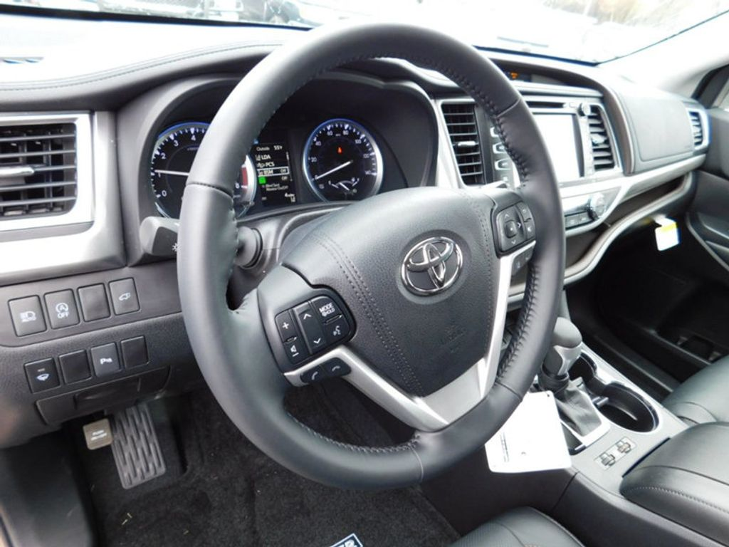 2018 new toyota highlander limited v6 fwd at toyota of. Black Bedroom Furniture Sets. Home Design Ideas