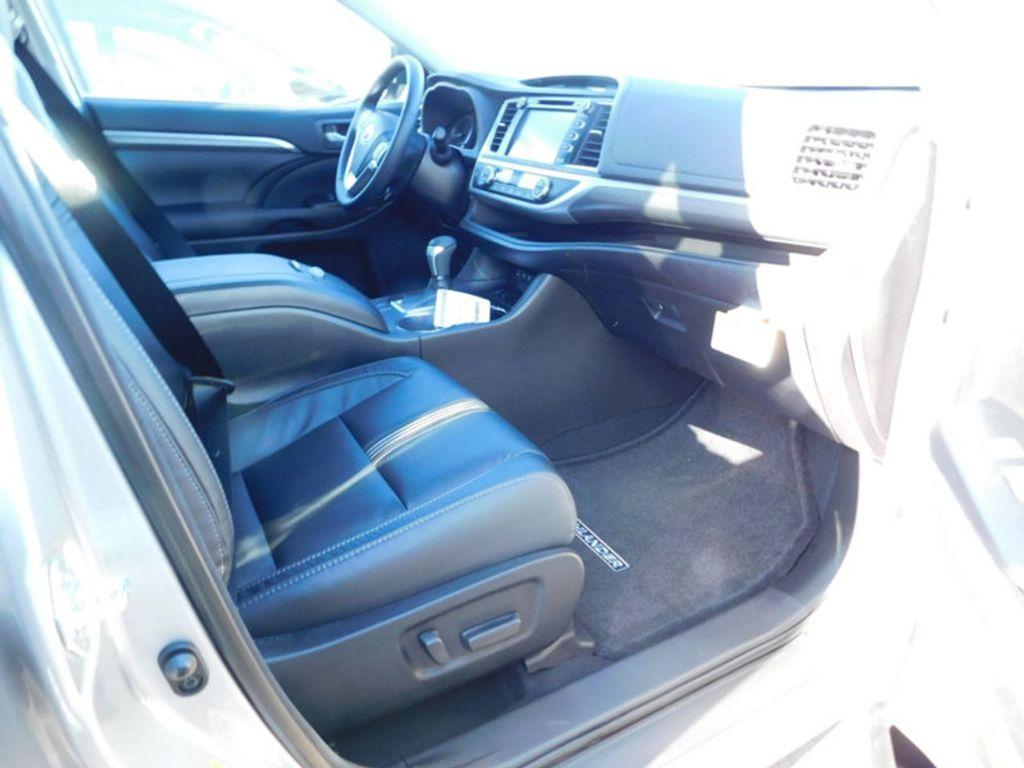 2018 Toyota Highlander SE V6 FWD - 17161993 - 10