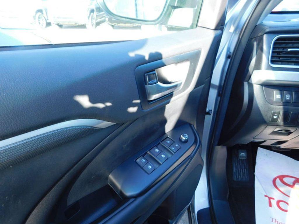 2018 Toyota Highlander SE V6 FWD - 17161993 - 13