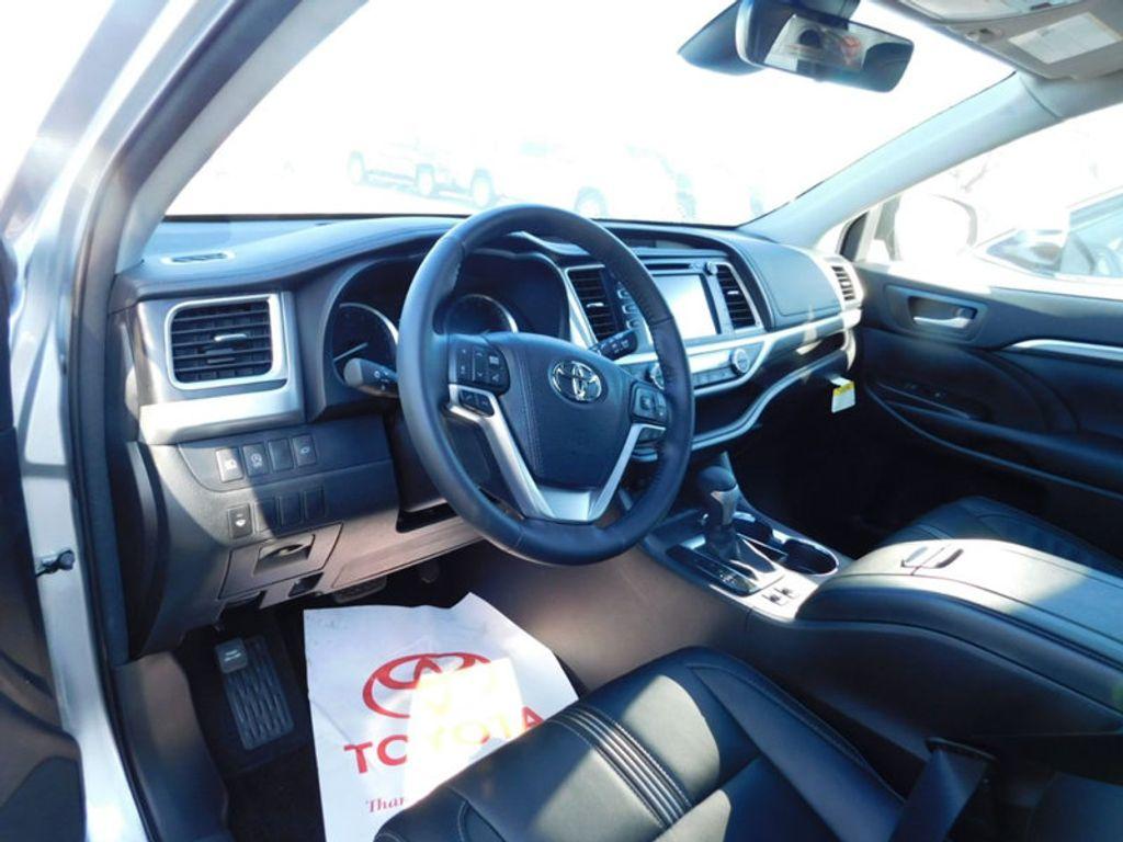 2018 Toyota Highlander SE V6 FWD - 17161993 - 14