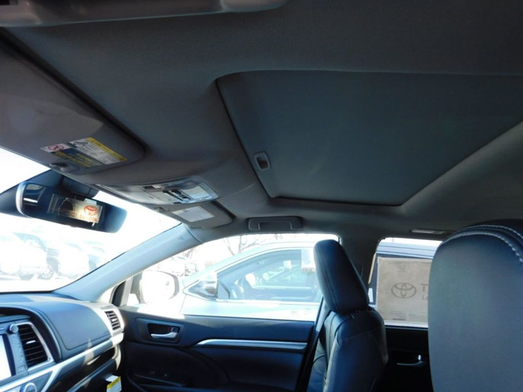 2018 Toyota Highlander SE V6 FWD - 17161993 - 15