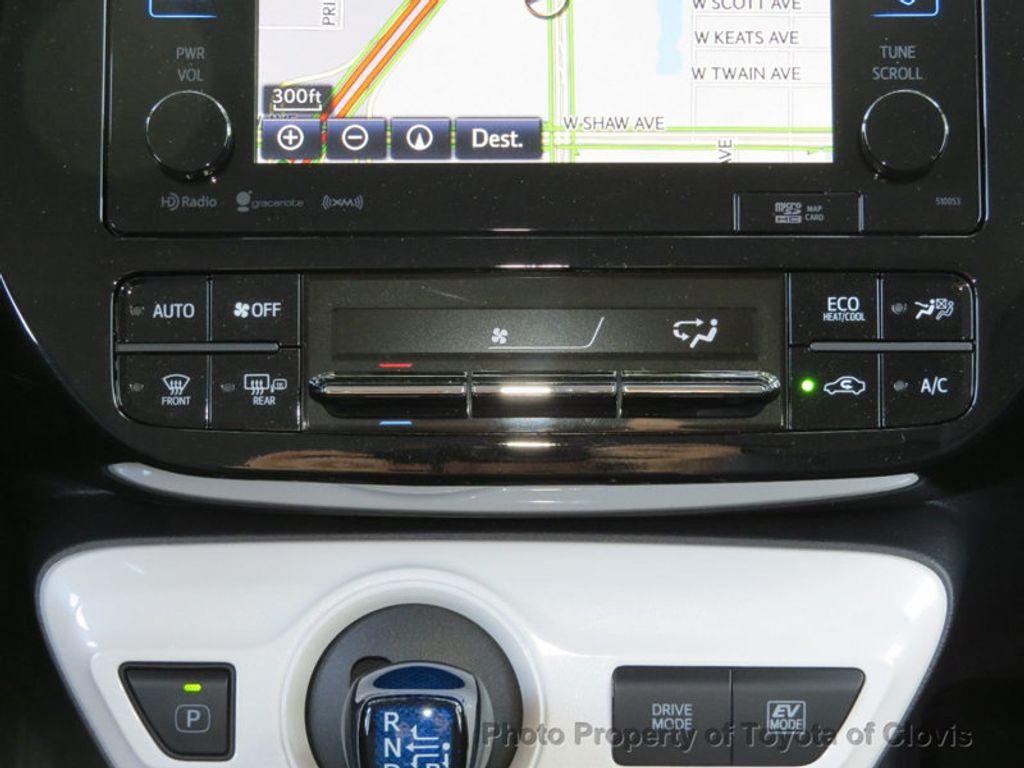 2018 Toyota Prius Four - 17254630 - 12