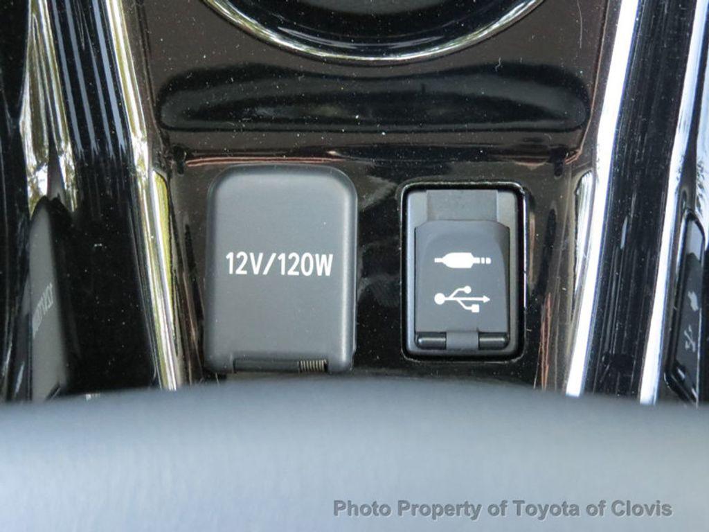 2018 Toyota Prius Four - 17254630 - 17