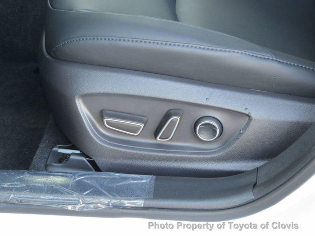 2018 Toyota Prius Four - 17254630 - 4