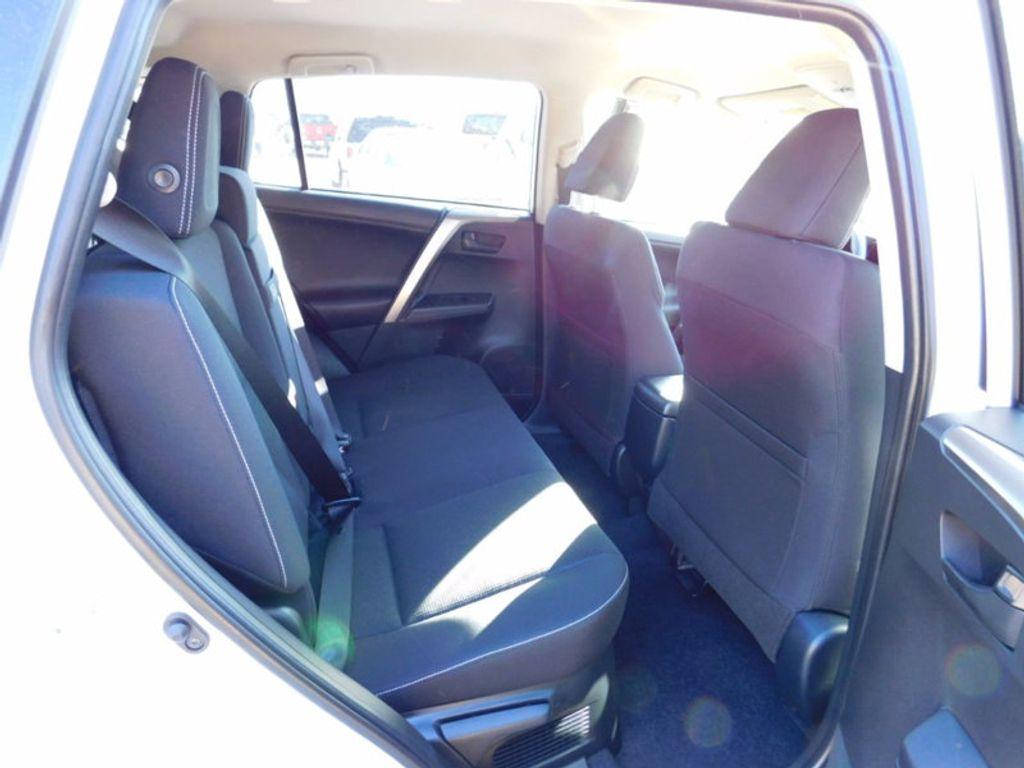 2018 Toyota RAV4 Hybrid LE AWD - 17109485 - 9