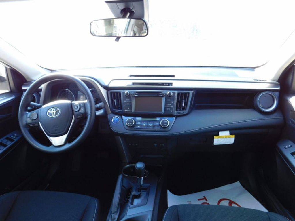 2018 Toyota RAV4 Hybrid LE AWD - 17109485 - 10