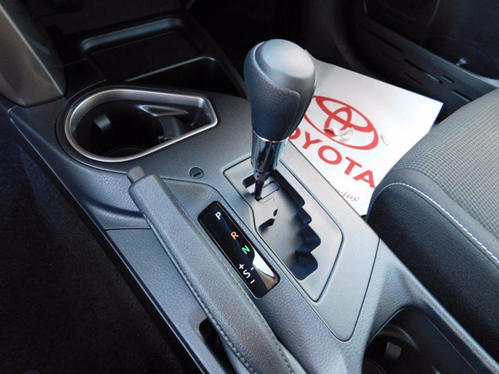 2018 Toyota RAV4 Hybrid LE AWD - 17109485 - 17