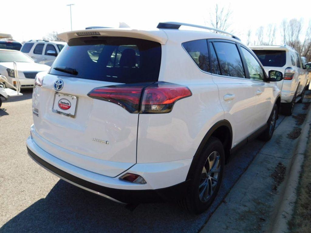2018 Toyota RAV4 Hybrid LE AWD - 17109485 - 2