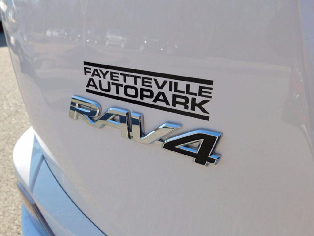 2018 Toyota RAV4 Hybrid LE AWD - 17109485 - 4