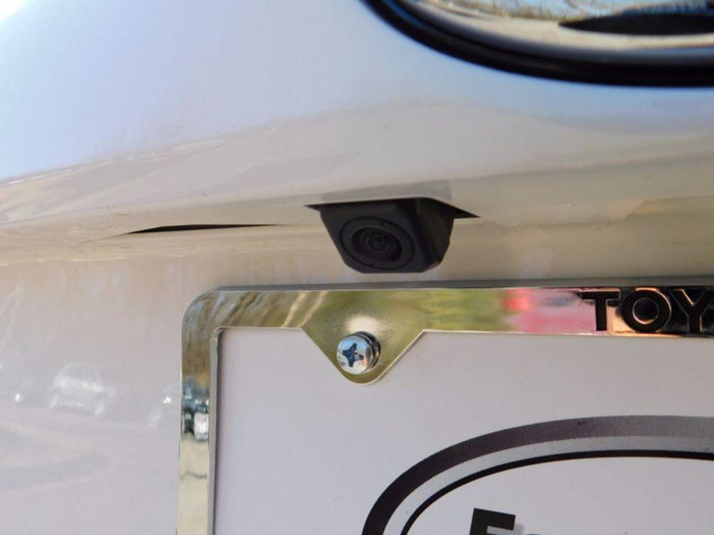 2018 Toyota RAV4 Hybrid LE AWD - 17109485 - 6