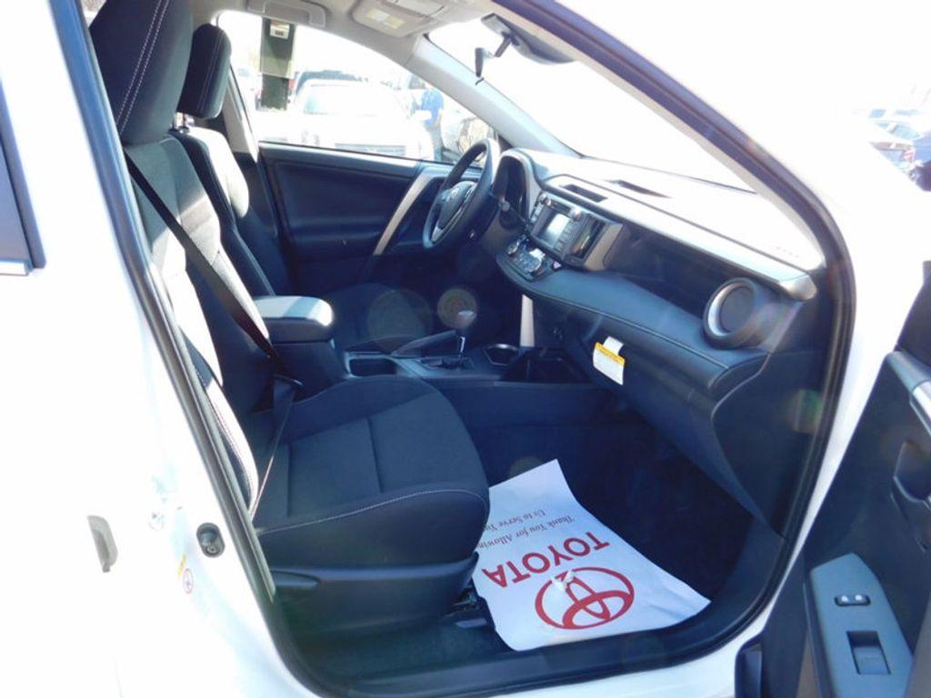 2018 Toyota RAV4 Hybrid LE AWD - 17109485 - 8