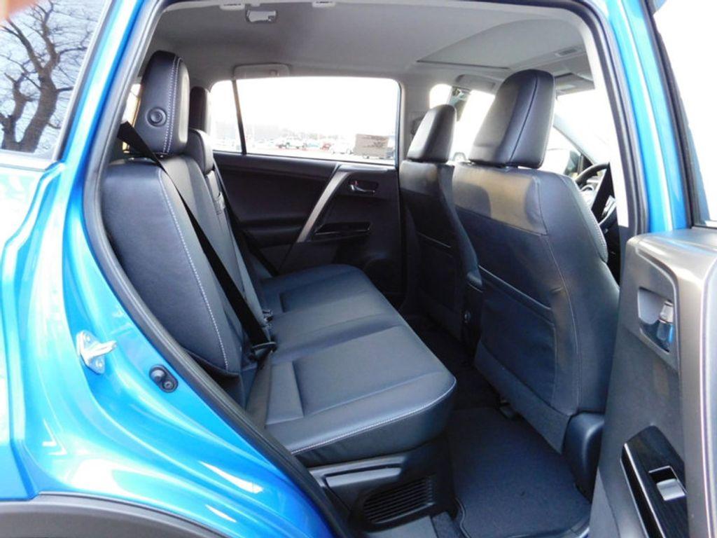 2018 Toyota RAV4 Hybrid Limited AWD - 17212380 - 10