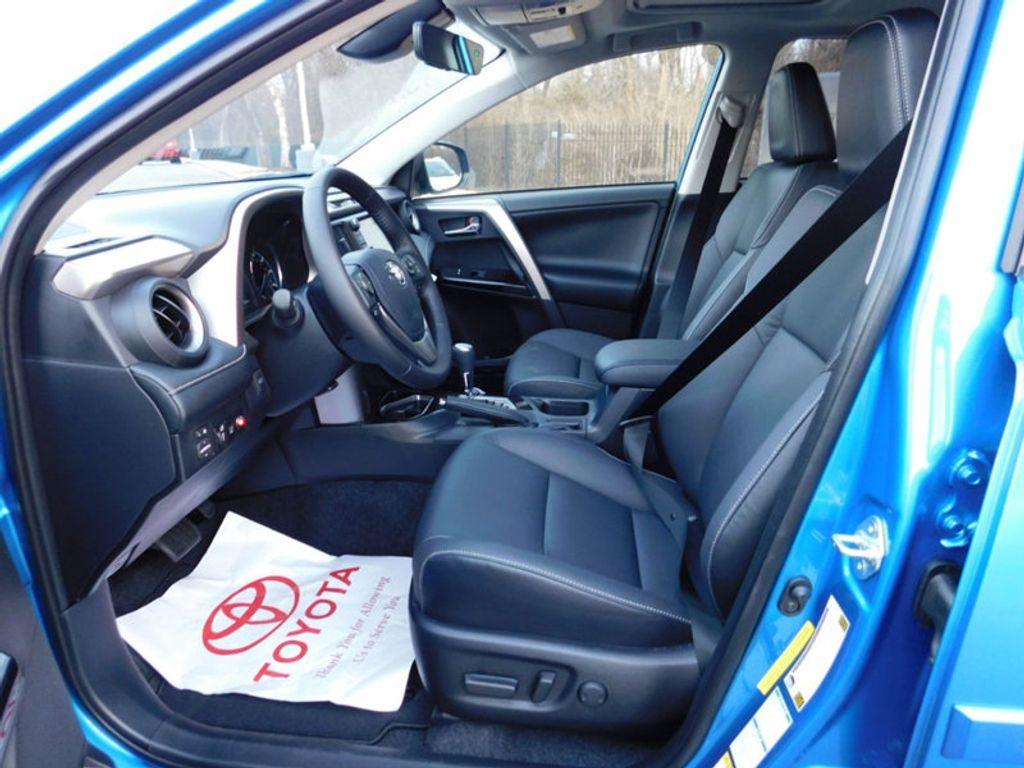 2018 Toyota RAV4 Hybrid Limited AWD - 17212380 - 13