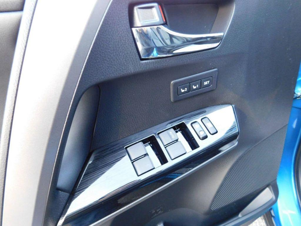 2018 Toyota RAV4 Hybrid Limited AWD - 17212380 - 15