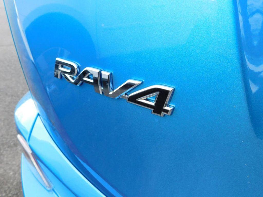 2018 Toyota RAV4 Hybrid Limited AWD - 17212380 - 4