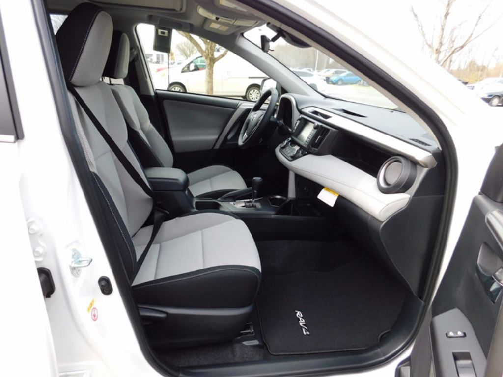2018 Toyota RAV4 Hybrid XLE AWD - 17062844 - 9