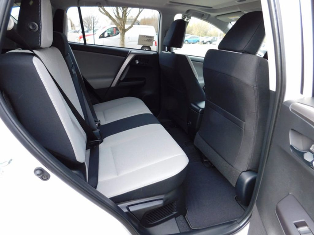 2018 Toyota RAV4 Hybrid XLE AWD - 17062844 - 10