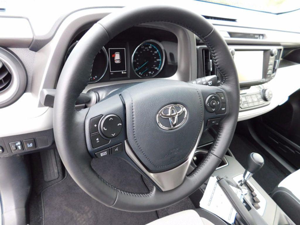 2018 Toyota RAV4 Hybrid XLE AWD - 17062844 - 14