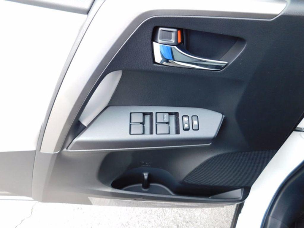 2018 Toyota RAV4 Hybrid XLE AWD - 17062844 - 15