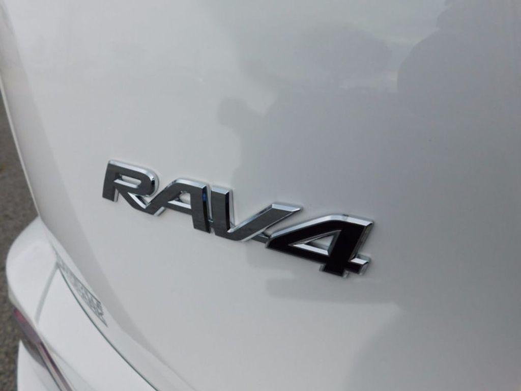 2018 Toyota RAV4 Hybrid XLE AWD - 17062844 - 3