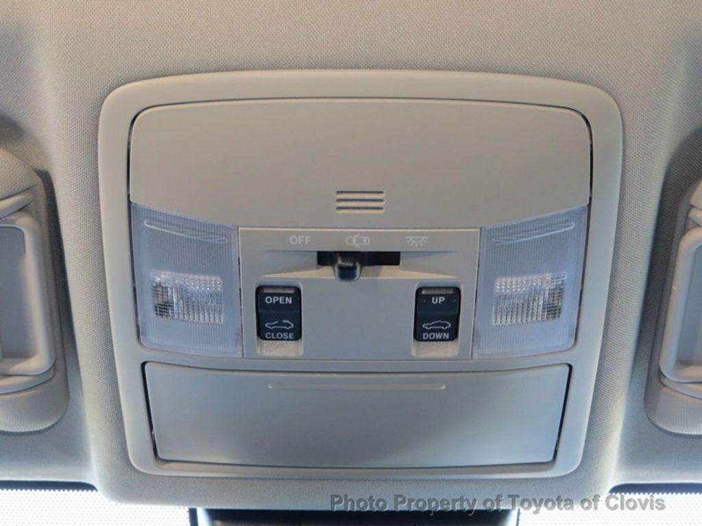 2018 Toyota RAV4 Hybrid XLE AWD - 17151667 - 15