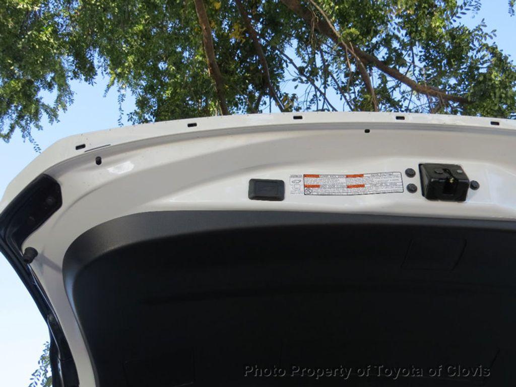 2018 Toyota RAV4 Hybrid XLE AWD - 17151667 - 18
