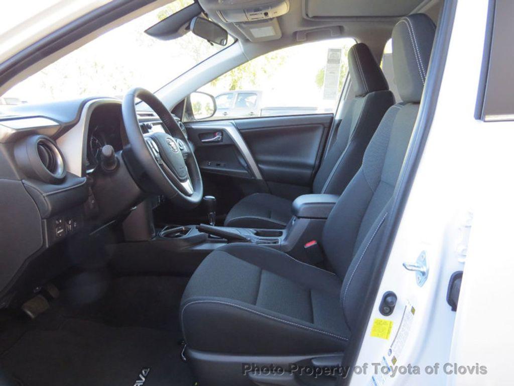 2018 Toyota RAV4 Hybrid XLE AWD - 17151667 - 3