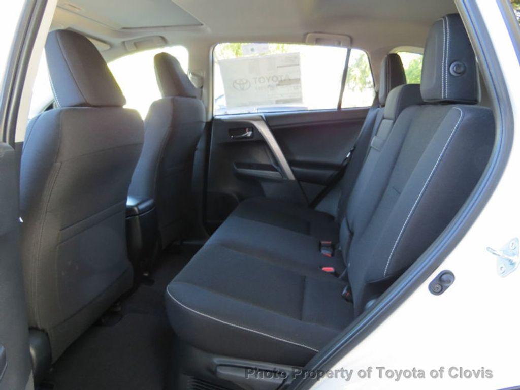 2018 Toyota RAV4 Hybrid XLE AWD - 17151667 - 4