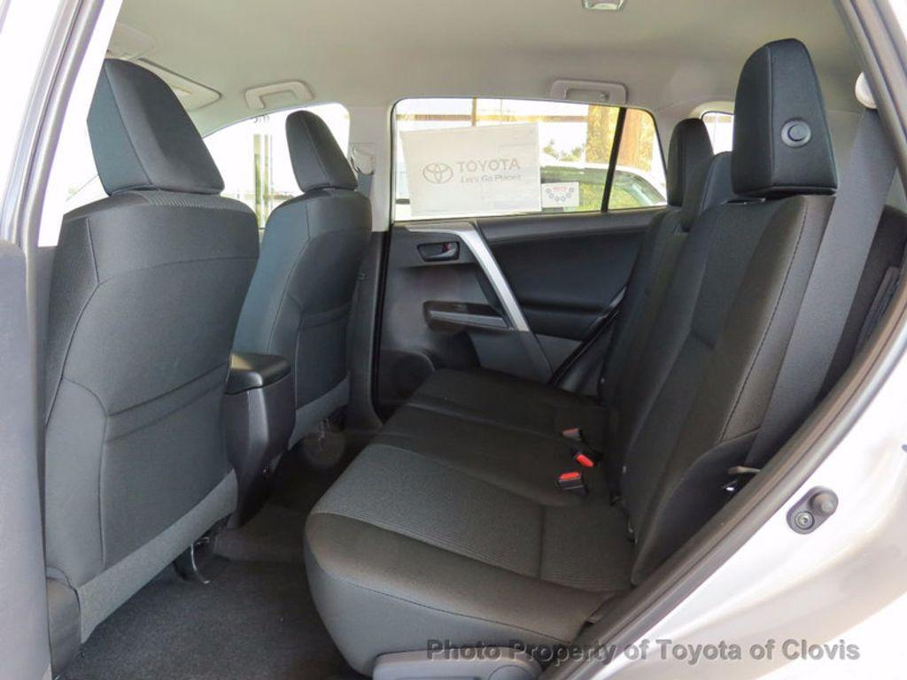 2018 Toyota RAV4 LE FWD - 17004114 - 3