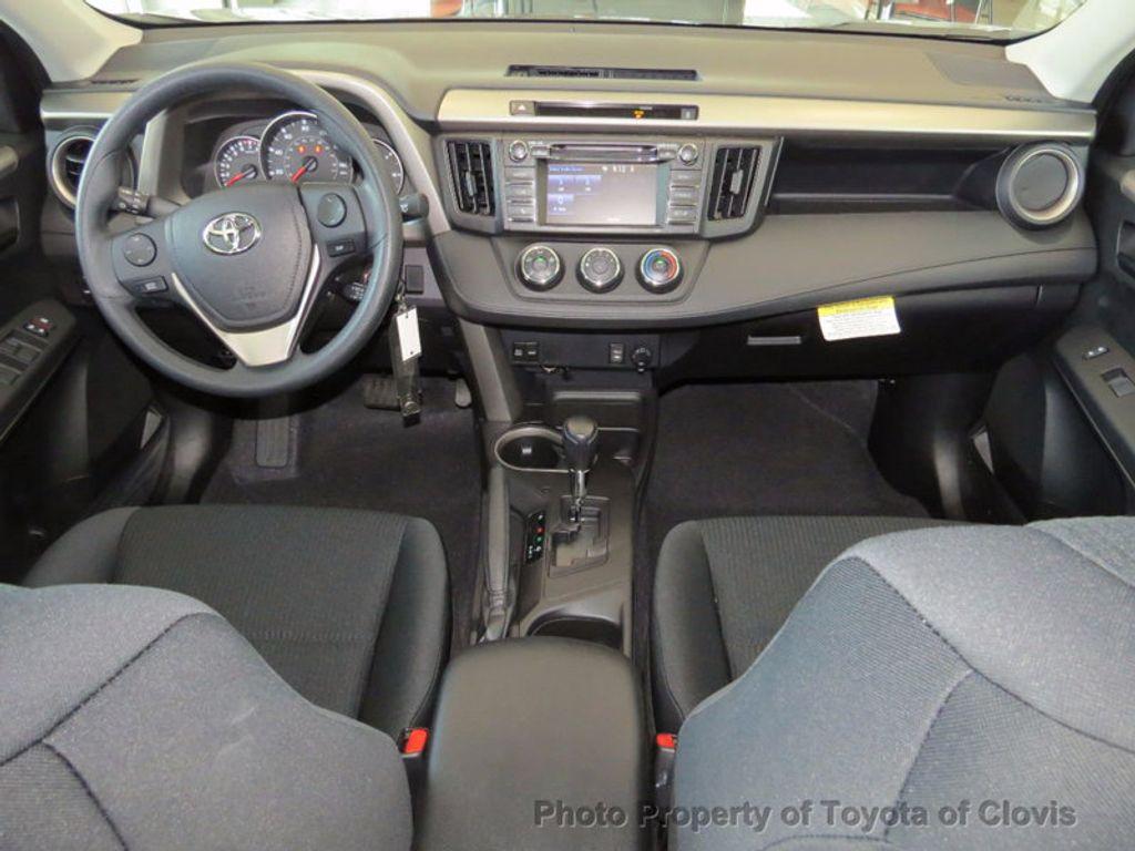 2018 Toyota RAV4 LE FWD - 17004114 - 4