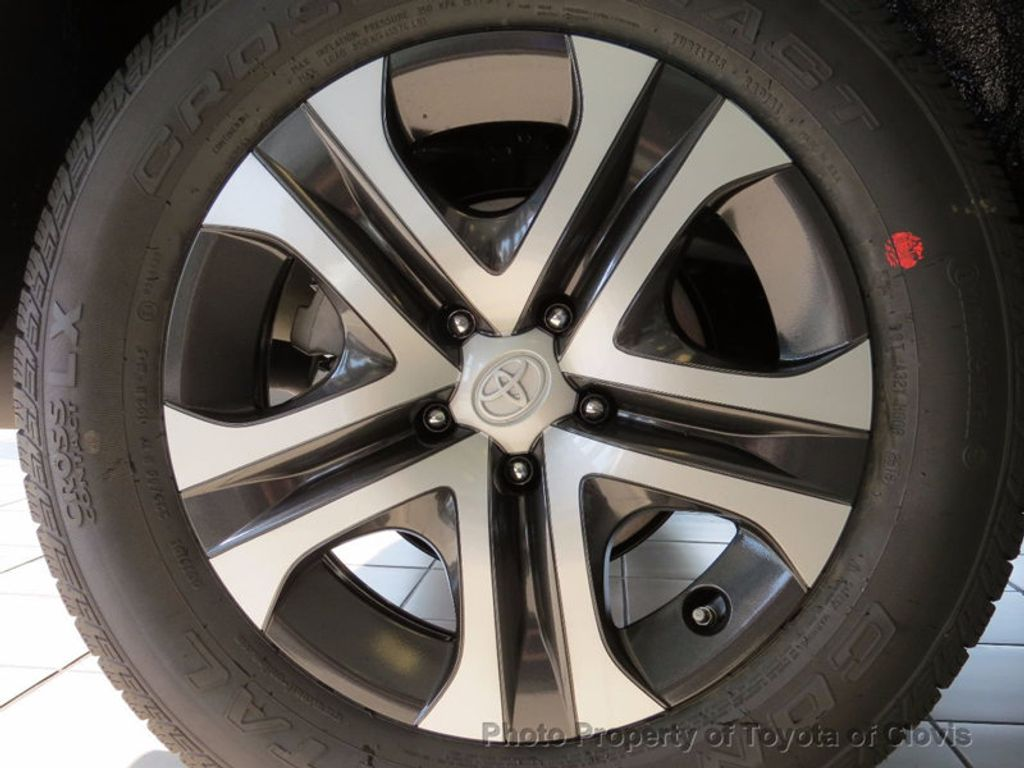 2018 Toyota RAV4 LE FWD - 17004114 - 5