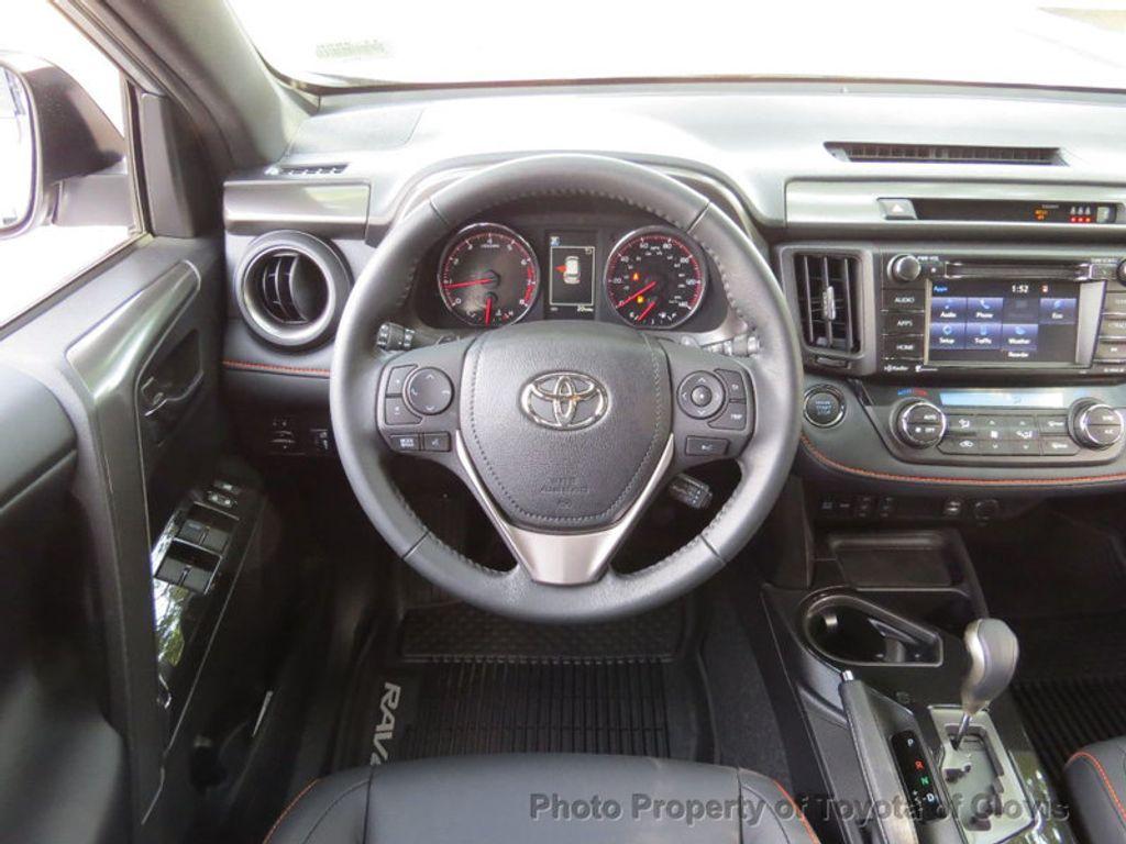 2018 Toyota RAV4 SE FWD - 17162530 - 6