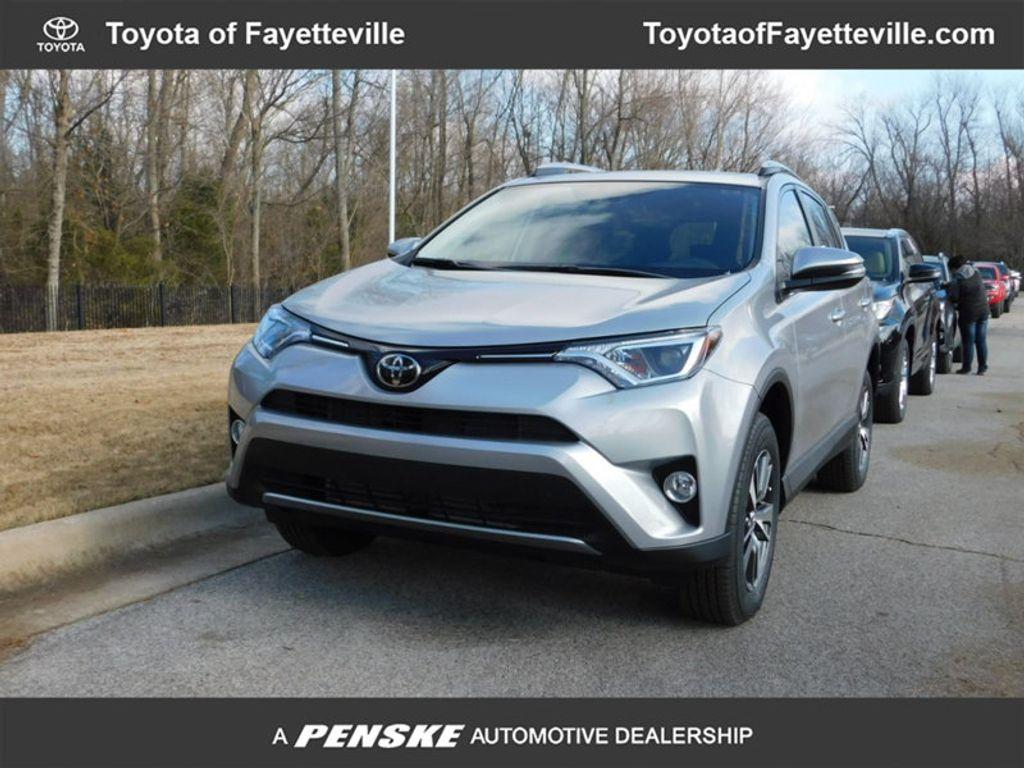 2018 Toyota RAV4 XLE AWD - 17162008 - 0