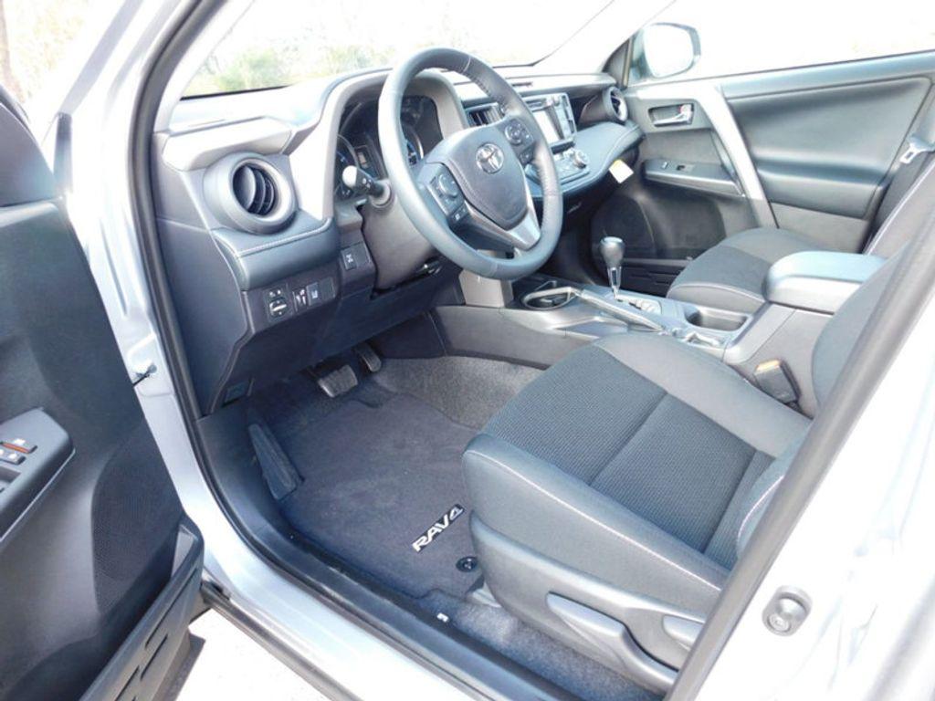 2018 Toyota RAV4 XLE AWD - 17162008 - 11