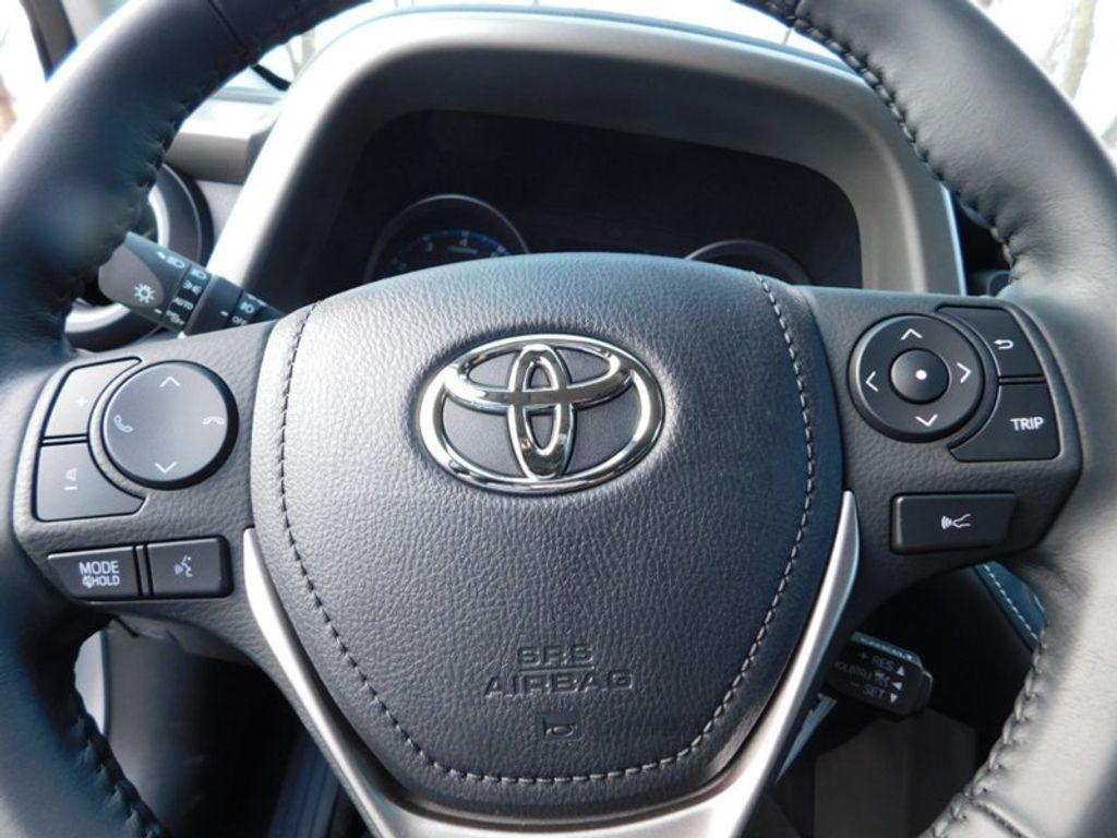 2018 Toyota RAV4 XLE AWD - 17162008 - 15