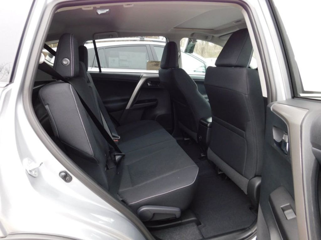 2018 Toyota RAV4 XLE AWD - 17181493 - 9