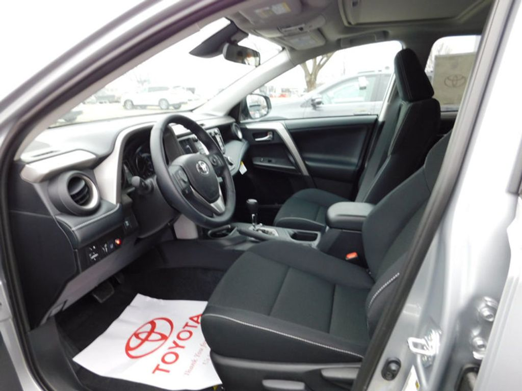 2018 Toyota RAV4 XLE AWD - 17181493 - 12