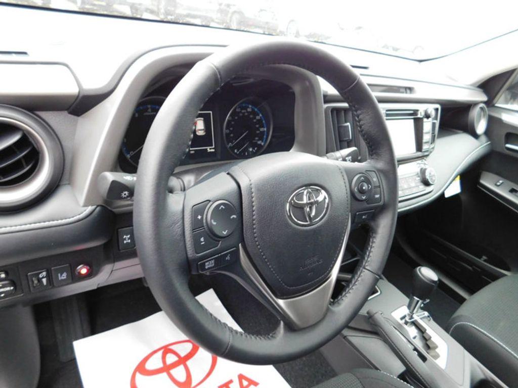 2018 Toyota RAV4 XLE AWD - 17181493 - 13